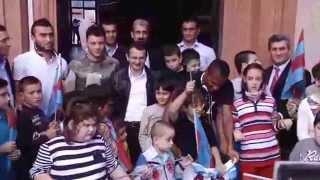 Trabzonsporlu FutbolcularÖğrencileri Unutmadı